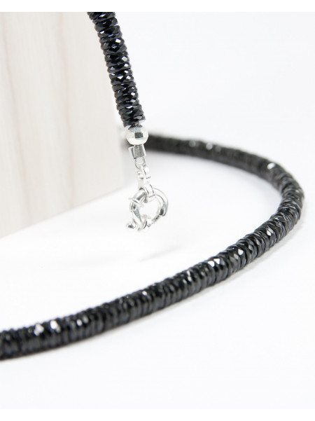 Collier en spinelle noir
