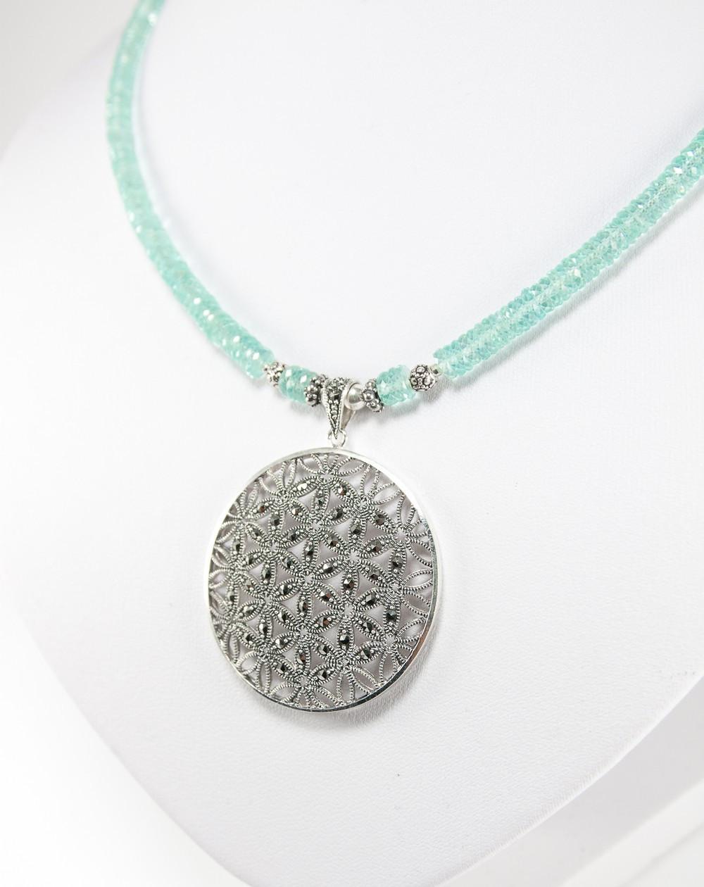 Collier en Apatite, médaillon en argent et marcassite, bijouterie artisanal a Bayonne