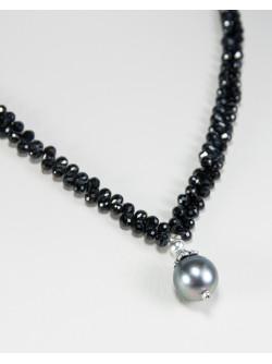 Collier en spinelle noir et perle de Tahiti, Sanuk création