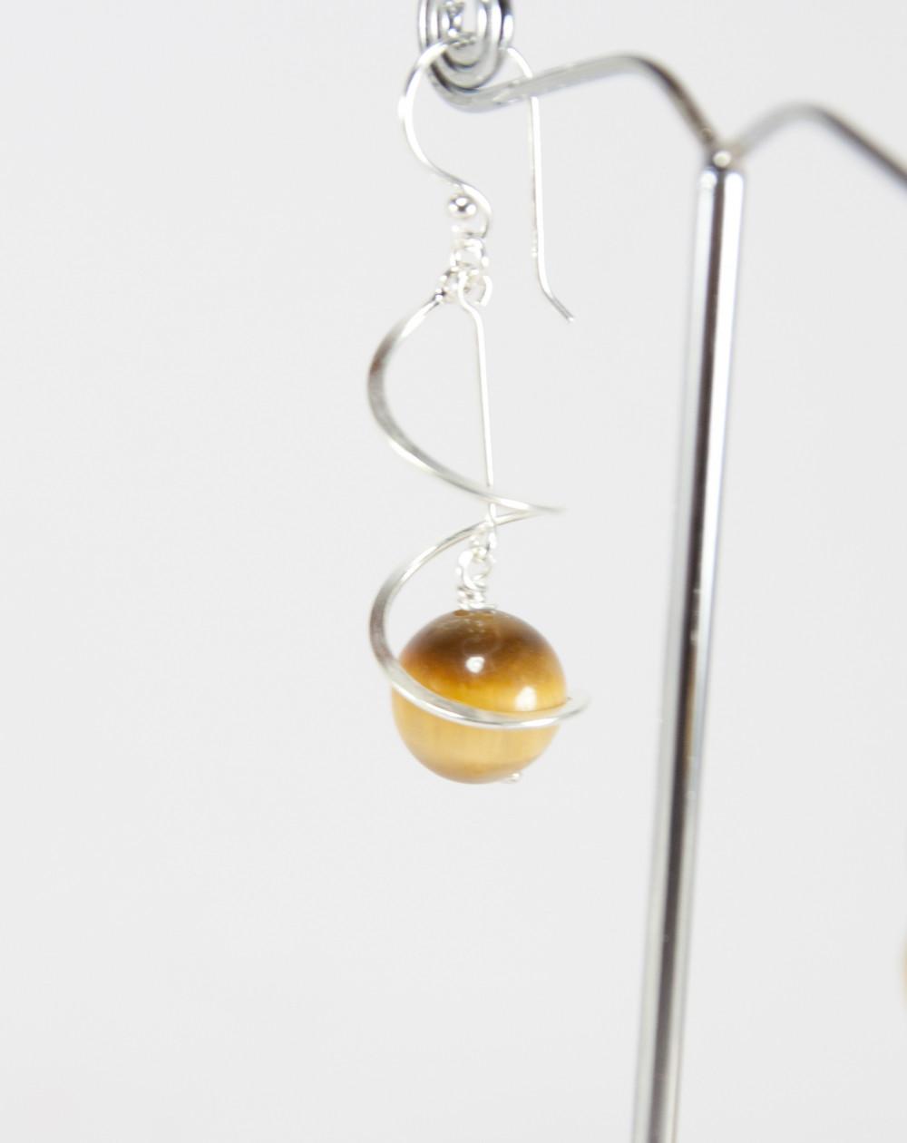 Boucles d'oreilles torsade en Oeil de tigre jaune, Sanuk Création, Bayonne