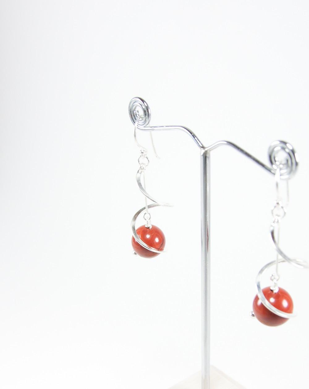 Boucles d'oreilles torsadé, jaspe rouge, Sanuk