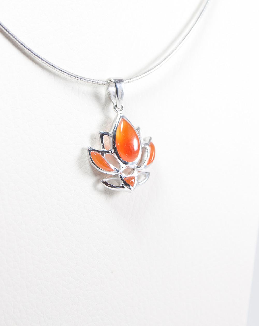 Pendentif fleur de lotus Dokbua, Cornaline, Sanuk Création, Bayonne