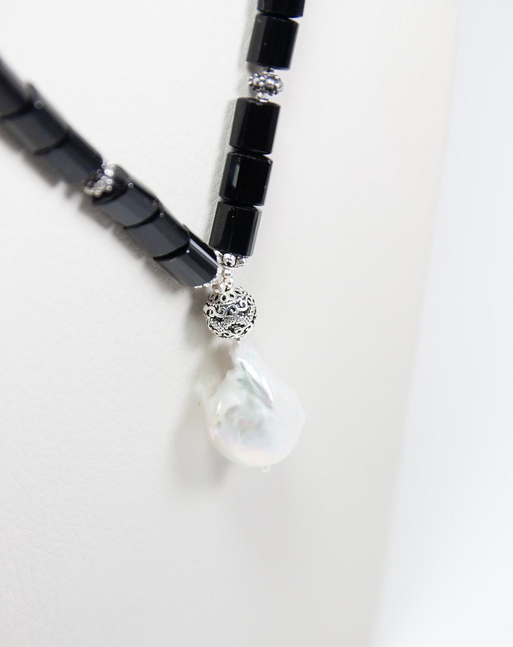 Collier en Onyx mat et Perle baroque, Sanuk Création