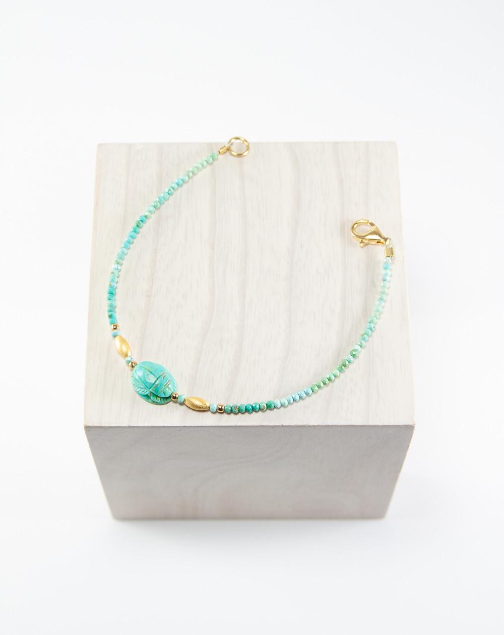 Bracelet Scarabée en Turquoise montage plaqué or. Sanuk Création. Créateurs Français.