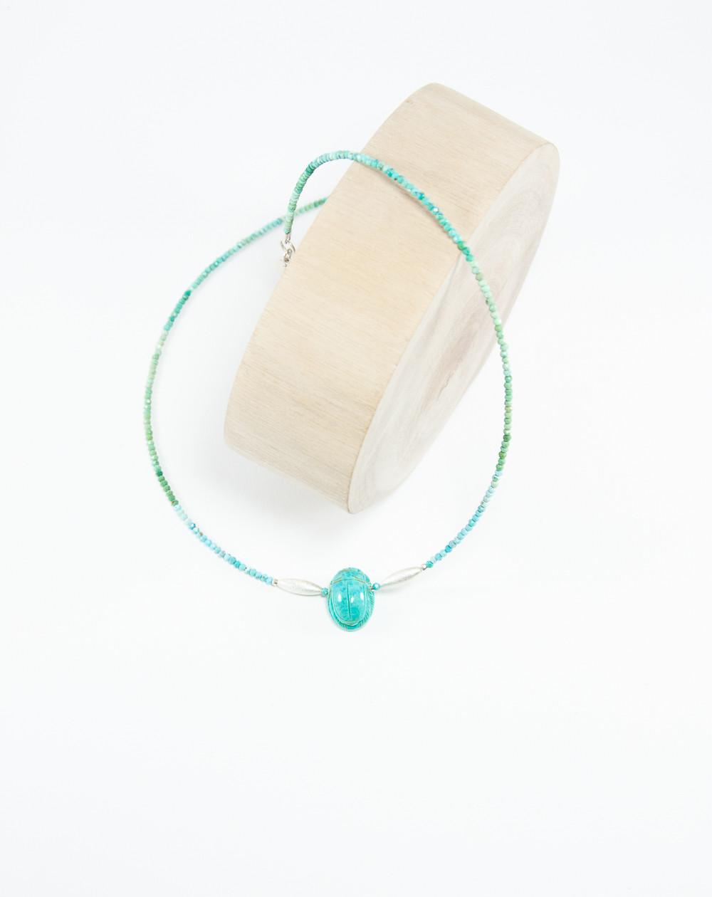 Collier en Turquoise d'Arizona, Scarabée en Turquoise, Sanuk Création. Créateurs Français