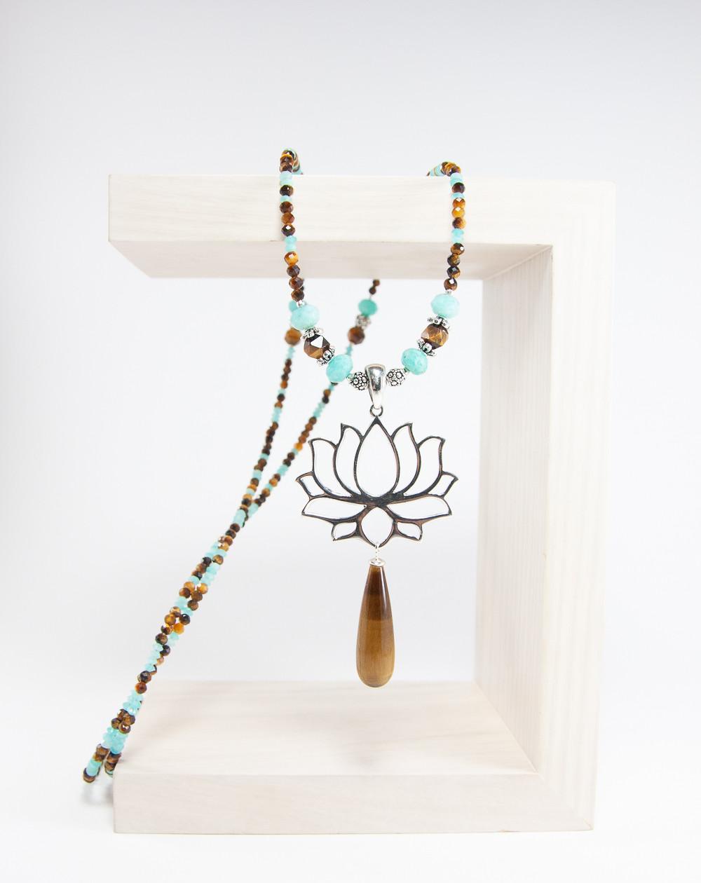Sautoir fleur de Lotus Oeil de tigre Amazonite. Collection Dokbua. Créateurs Français. Sanuk Création