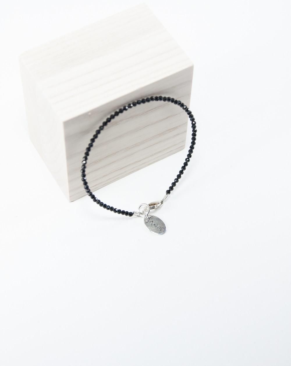 Bracelet fin en Spinelle Noir, Créateurs Français. Sanuk Création
