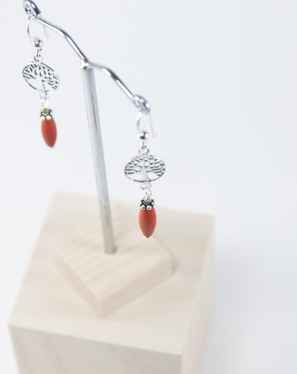Boucles d'oreille petit Arbre de vie Jaspe rouge, Collection Kimua. Sanuk Création